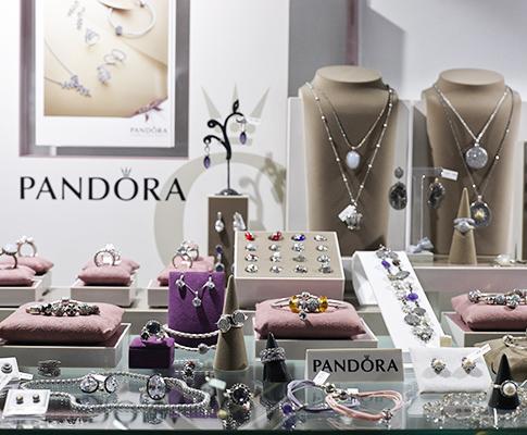 piezas modernas y novedades en joyería y bisutería